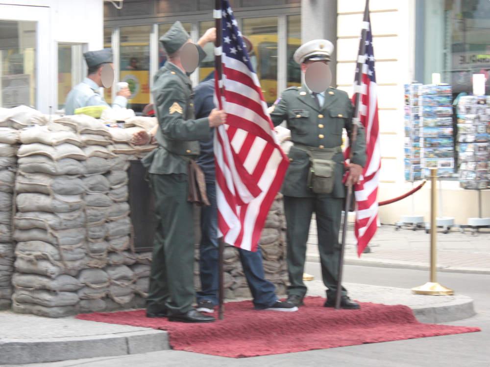 Berlin Checkpoint Charlie Grenzposten