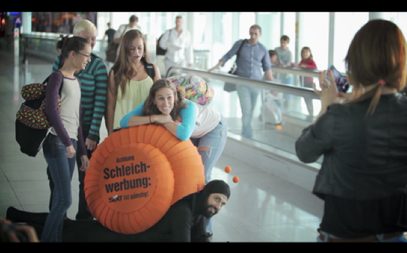 SIXT macht Schleichwerbung am Flughafen (Sponsored Video)